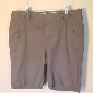 Banana Republic Martin fit greenish brown short 12